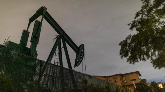 200420114847-oil-pump-jacks-crude-usa-0309-live-video-22
