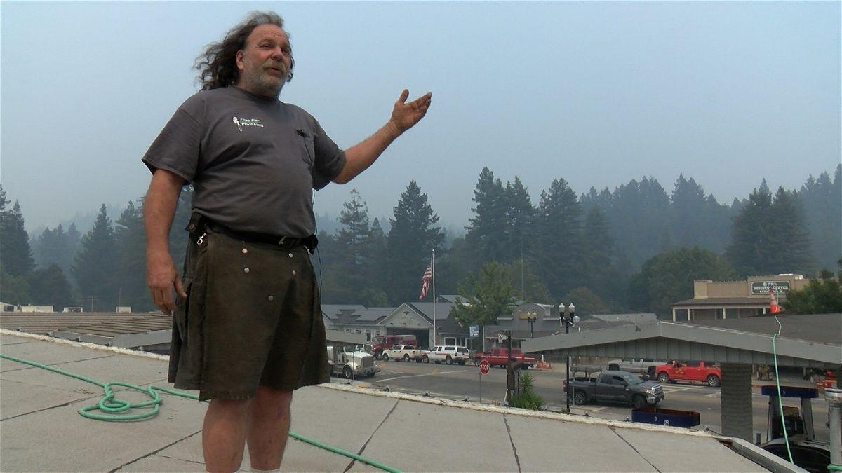 Kilt-wearing Boulder Creek man defends town against fire