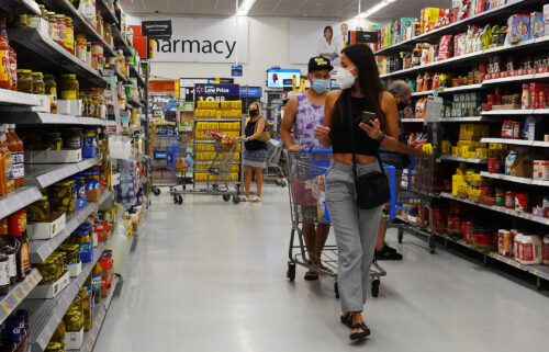 Walmart employees are required to wear masks inside again
