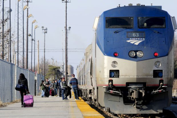 <i>The Southern Illinoisan</i><br/>Passengers board the Amtrak train in Carbondale in 2017.